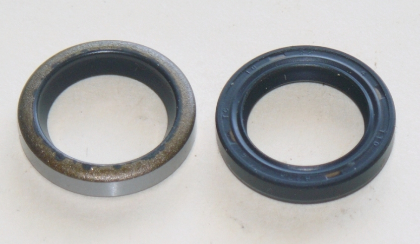 P1040030 Raptor shock link seals small.jpg